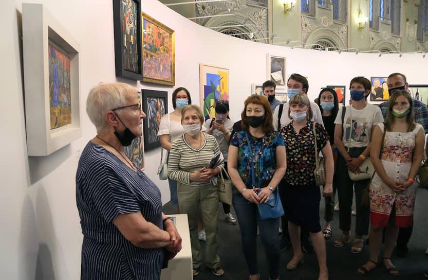 На экскурсии посетители узнали интересные детали об экспозиции.