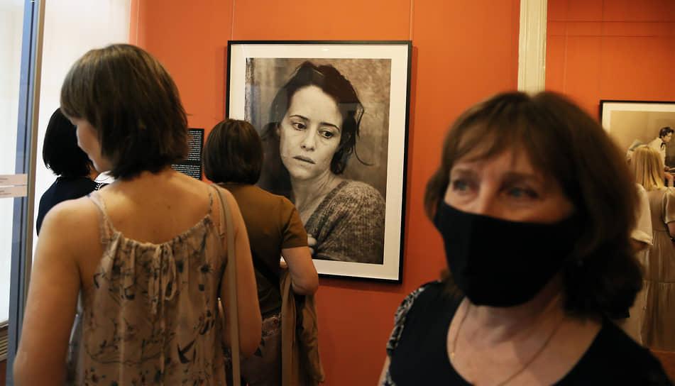 Съемки проходили в Вероне, на родине персонажей «Ромео и Джульетты», а также в Париже, в котором более 40 лет живет фотограф.