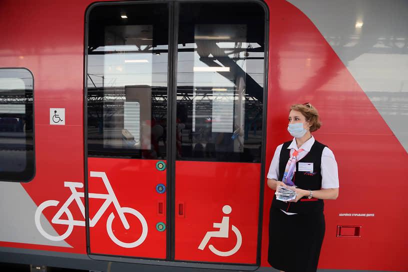 При наличии высокой платформы в вагоны удобно заходить с велосипедами. Созданы условия и для инвалидов.