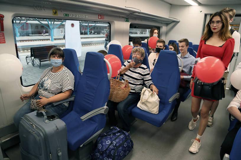 Пассажиры «Ласточки»