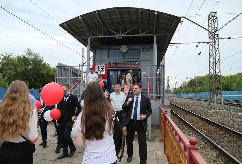 Пассажиры на станции Стахановская