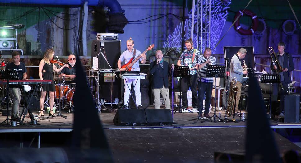 На сценах фестиваля выступали исполнители разных направлений.