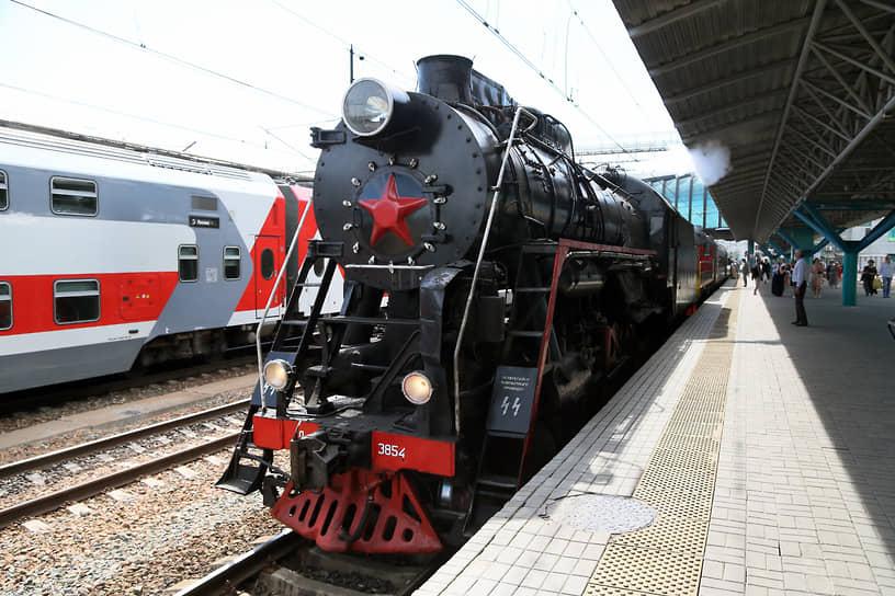 Ретро-поезд «Жигулевский Экспресс» с настоящим паровозом «Лебедянка» отвез туристов с железнодорожного вокзала Самары на фестиваль «Тремоло» или «Классика над Волгой» в Тольятти.