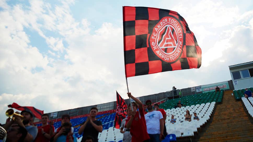 В минувшем сезоне на «Металлурге» три раза сыграли «Крылья Советов» из-за проблем на «Самара Арене». Это были матчи Футбольной национальной лиги, второго по значимости футбольного дивизиона страны. В этой лиге сейчас выступает и «Акрон».