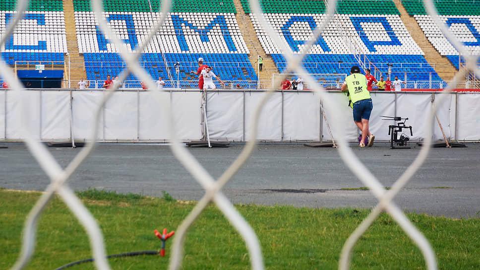 Лучшие времена «Металлурга» позади. Стадион используется лишь как временное пристанище команд из Самарской области.