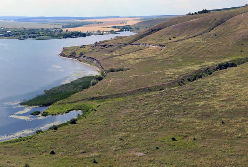 Это природный комплекс террасовидных оползней на склонах меловых холмов на волжском правобережье