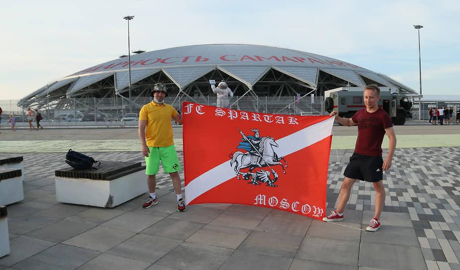 Если не попали на стадион, можно хотя бы сфотографироваться у арены на память