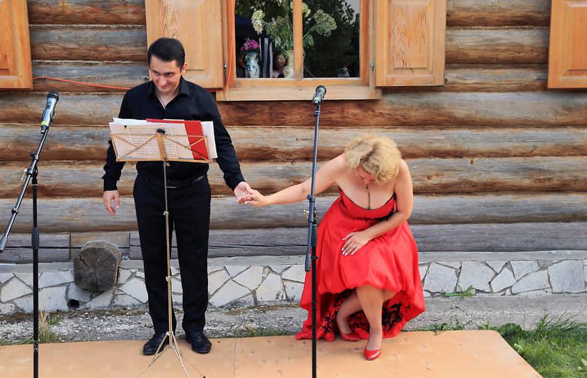 Перед публикой выступил с концертом ансамбль старинной музыки Altera Musica. На сцену вышли Антонина Кабо (меццо-сопрано) и Вачаган Мосоян (баритон),