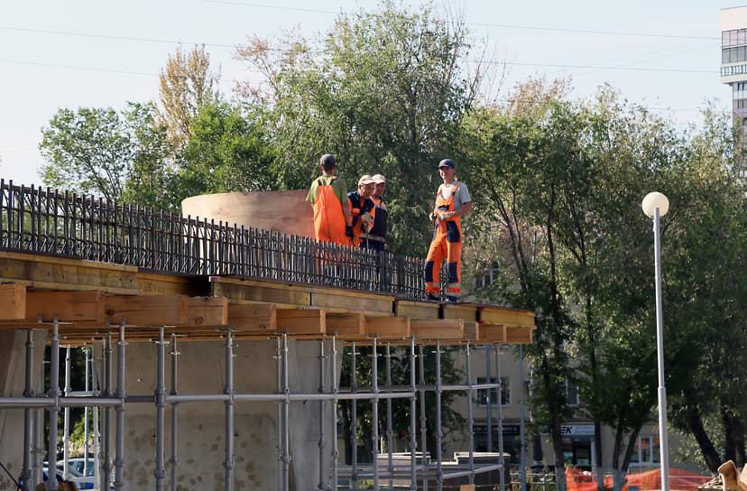 Проект предусматривает строительство развязки на разных уровнях, устройство тротуаров, электроосвещения, благоустройство и озеленение территории.