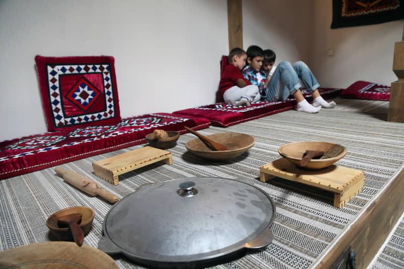 Так выглядит изнутри комната таджикского подворья.