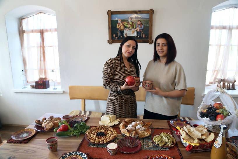 В армянском доме гостям предлагаются блюда национальной кухни.