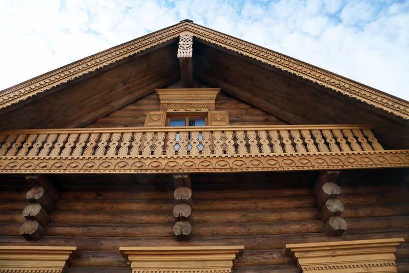 Материалы для подворий доставлялись с исторической Родины каждой национальности. А для строительства были приглашены народные умельцы.