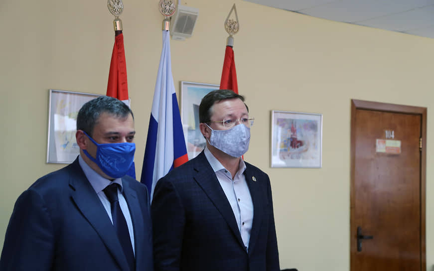 Вместе с главой региона на участок пришел депутат Госдумы Александр Хинштейн.