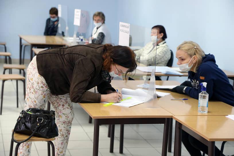 По данным на 18:00 (MSK+1) воскресенья, явка на выборах в Самарской области составила 43,08%.