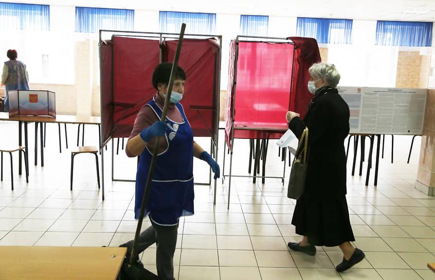 На всех избирательных участках строго следили за чистотой.