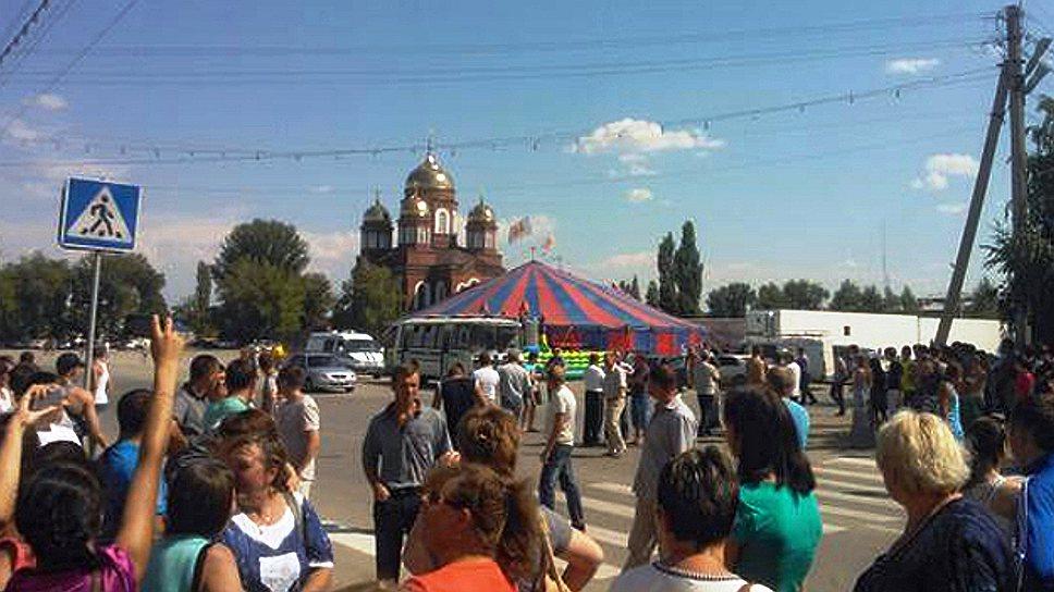 Убийство местного жителя вПугачеве привело кперекрытию федеральной трассы иакциям протеста