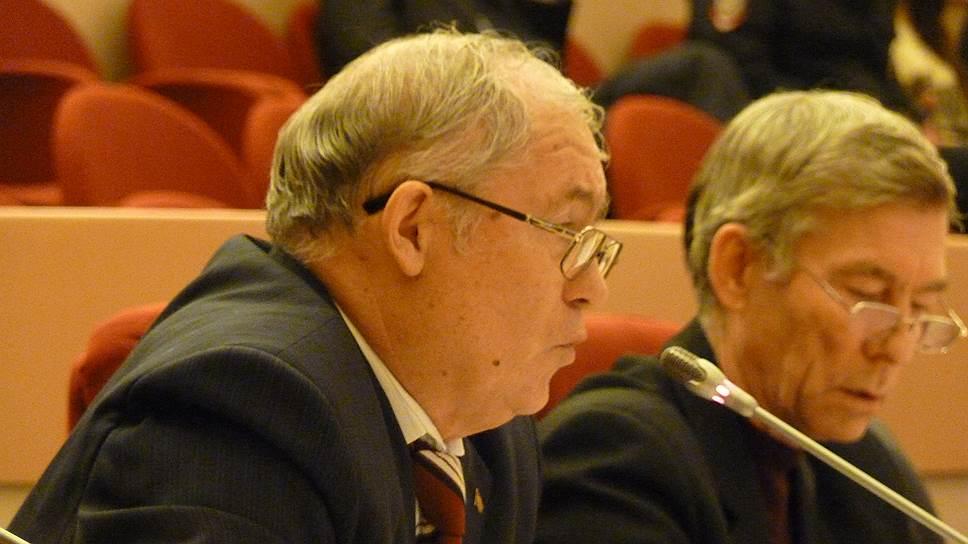 Коммунисты Андрей Карасев (слева) иГеннадий Турунтаев отказались голосовать забюджет Саратова на2016год
