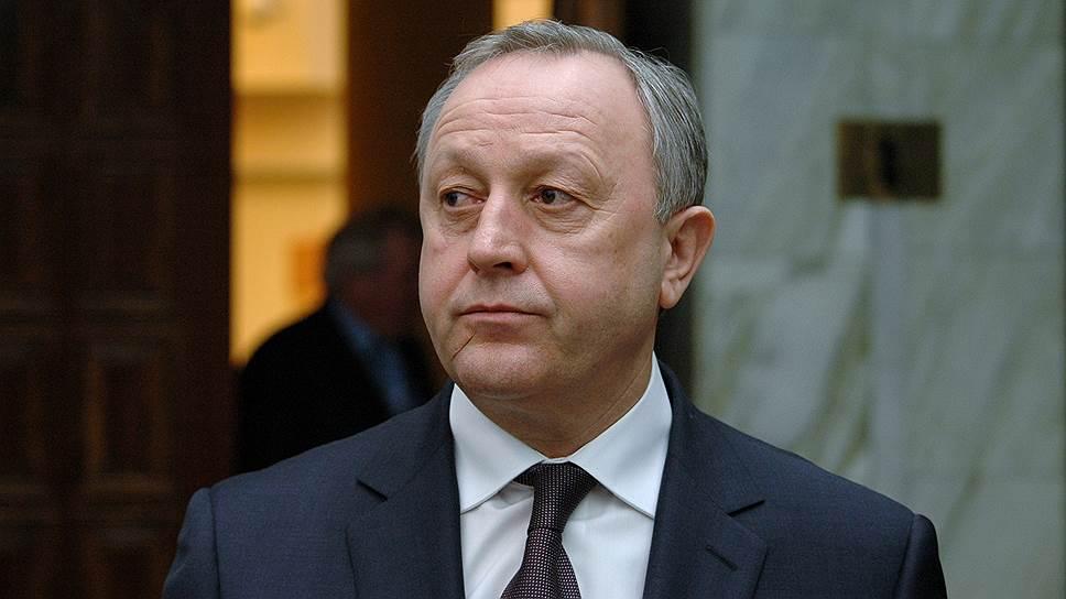 Губернатор Валерий Радаев помог решить проблему публикации доходов необщающимся ссупругами чиновникам