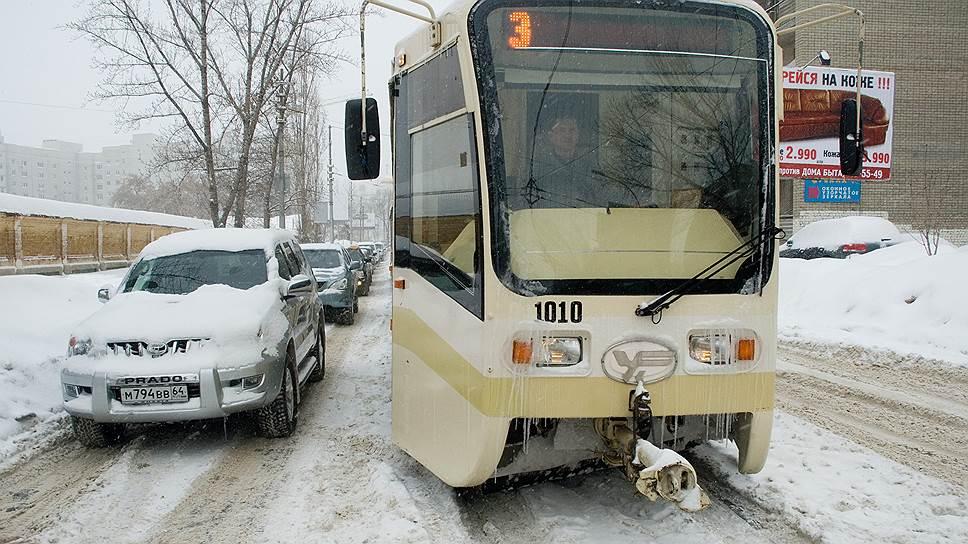 У саратовской мэрии нехватает техники расчистить городские трамвайные пути