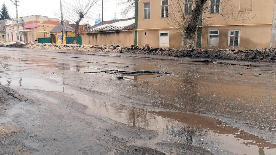 На ремонт саратовских дорог урегиональных властей нехватает средств