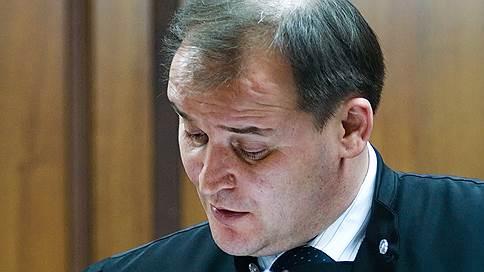 Экс-судью привели к приговору // Осужден обвинявшийся в мошенничестве Владимир Стасенков
