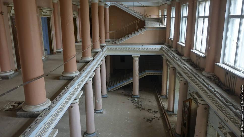 Как выяснилось, что часть гарнизонного дома офицеров оказалась демонтирована