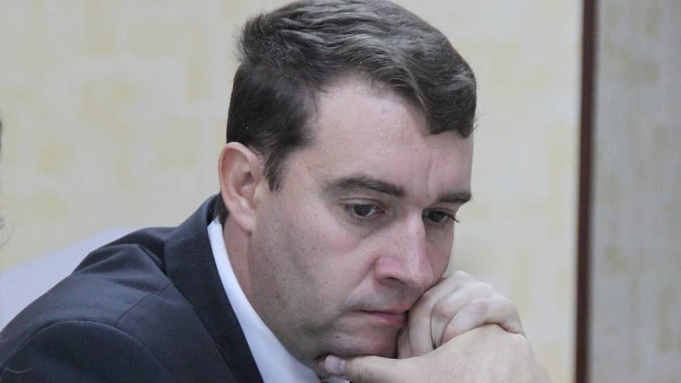 Коммунист Александр Анидалов нестал голосовать запоправки вОсновной закон страны