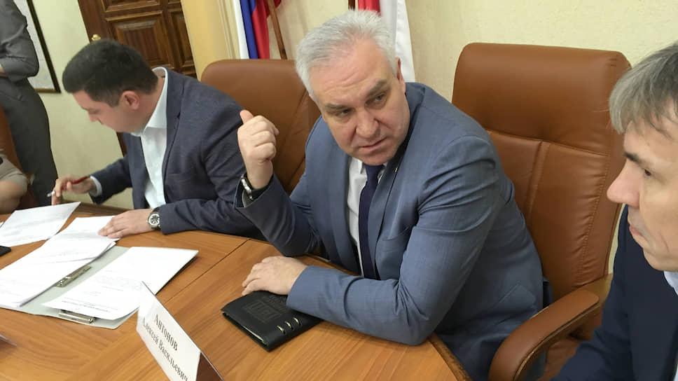 Алексей Антонов предложил коммерсантам профинансировать строительство специализированной больницы