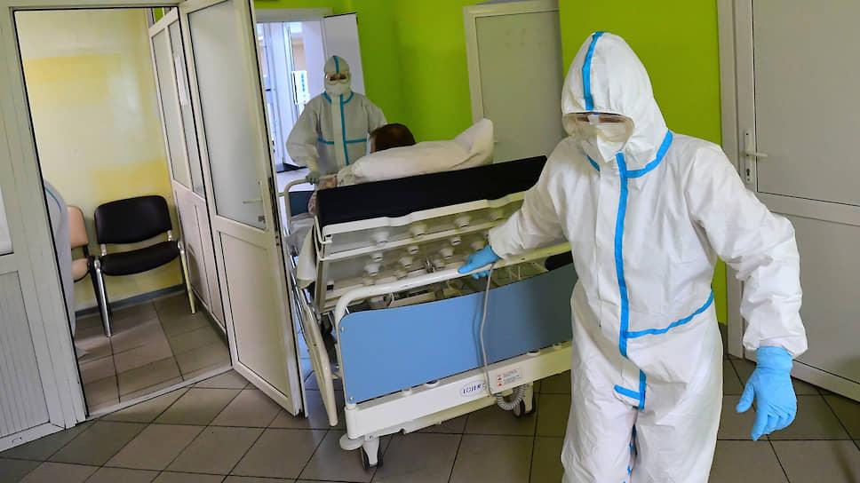 В доплатах саратовским врачам приходится разбираться правоохранительным органам
