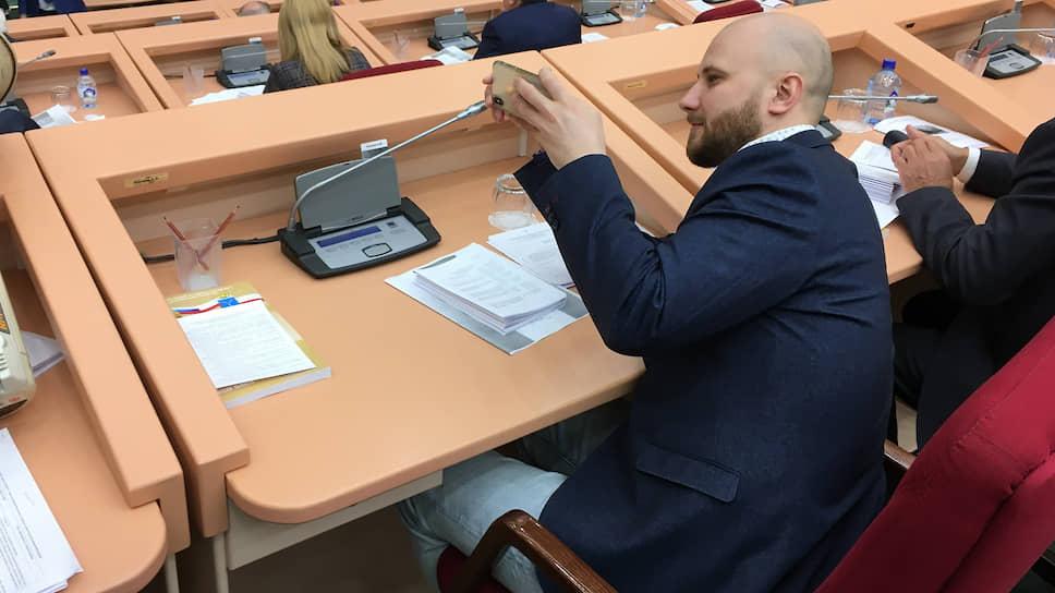 Алексей Наумов предлагает помочь закредитованным саратовцам юридически