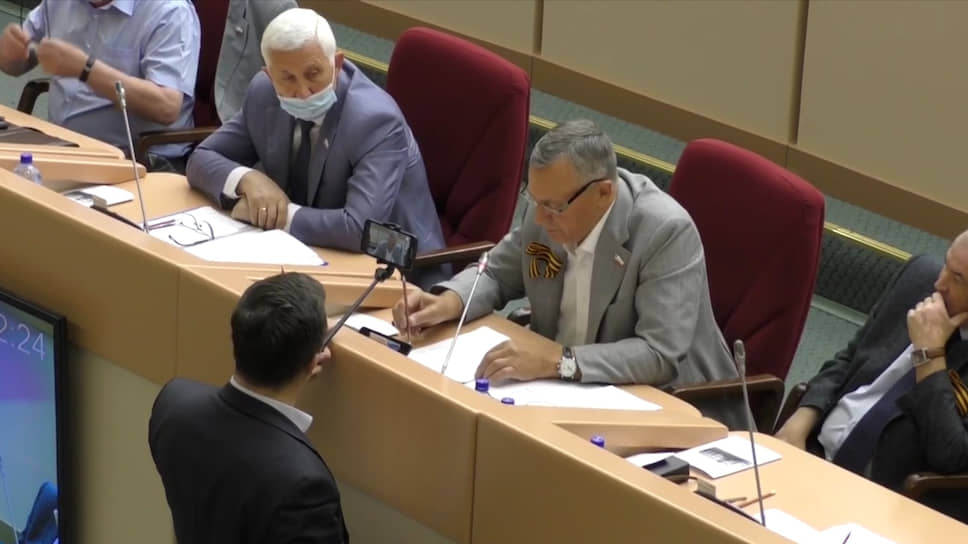 Как заседание заксобрания Саратовской области закончилось потасовкой