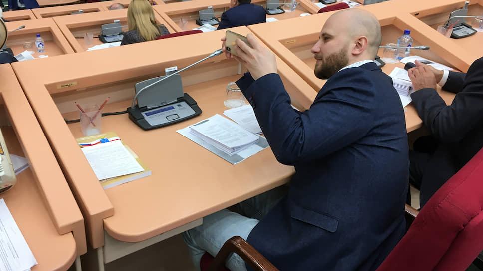 Алексей Наумов готов дорабатывать внесенный вСаратовскую облдуму закон отишине