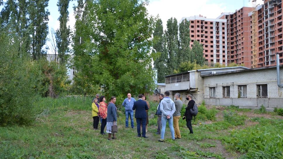 Чиновники администрации Саратова ищут подходящее место для расширения школы
