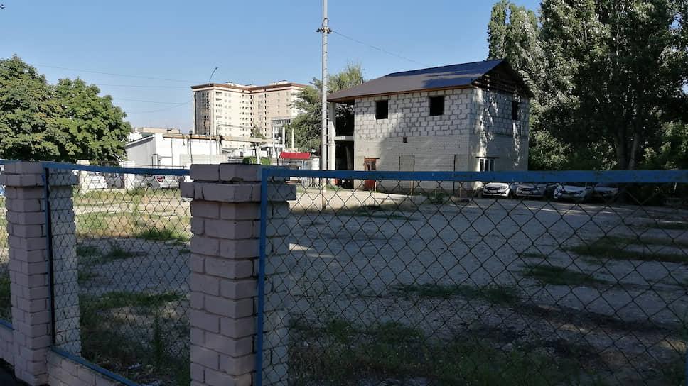 На спорном участке предлагают разбить сквер