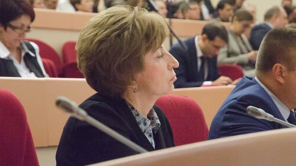 Зинаида Самсонова нехочет наблюдать противостояние коммунистов иединороссов