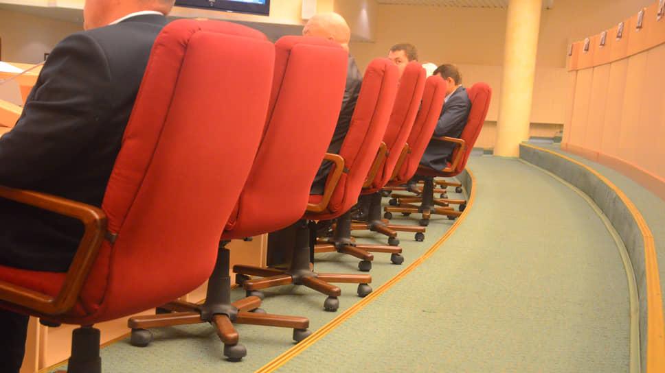Саратовских депутатов могут освободить отприсутствия взале заседаний