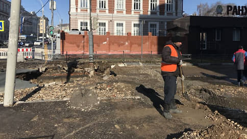 Отопление вырвалось на улицу  / В Саратове в результате повреждения на теплотрассе без горячей воды остались 7,8 тыс. жителей