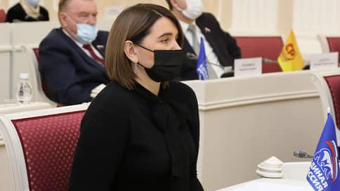 След в след // Сенатором от Пензенской области может стать депутат заксобрания Юлия Лазуткина