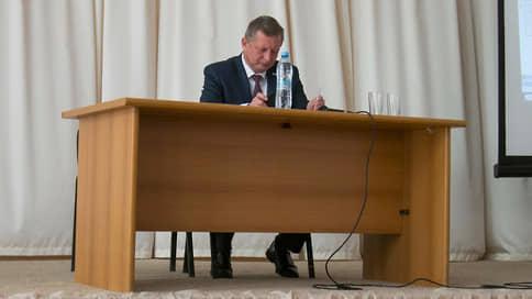 Чиновников притянули к земле // Предъявлено обвинение двум бывшим сотрудникам администрации Саратова