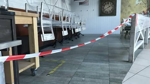 В Саратовской области возвращаются антиковидные ограничения  / В регионе вводится запрет на работу торговых центров и кафе, саратовские школы уходят на удаленку