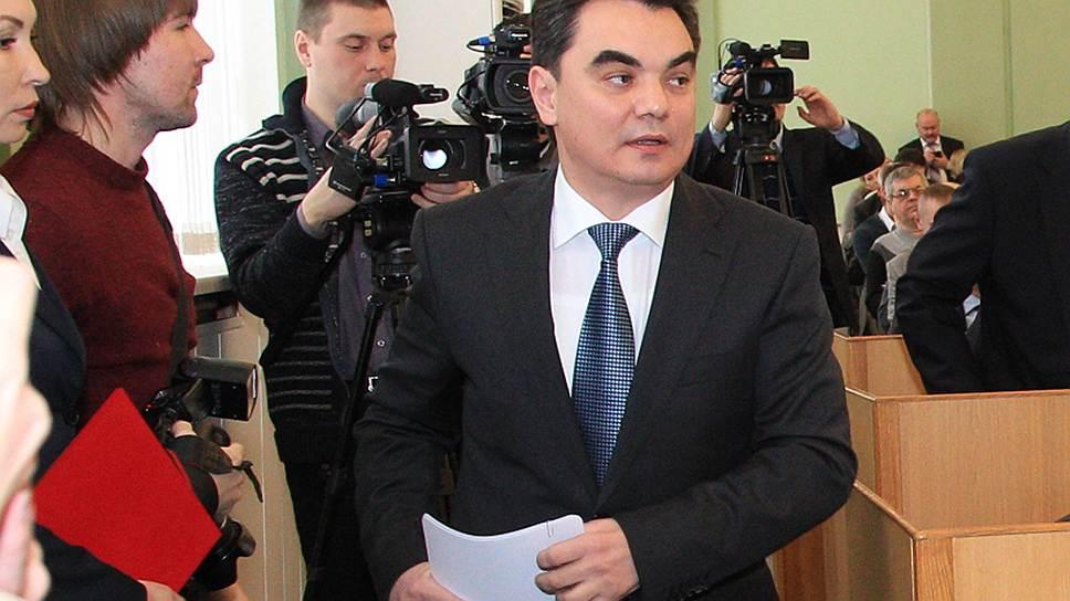 Перед голосованием Ирек Ялалов напомнил депутатам об их «соучастии» в его инициативах