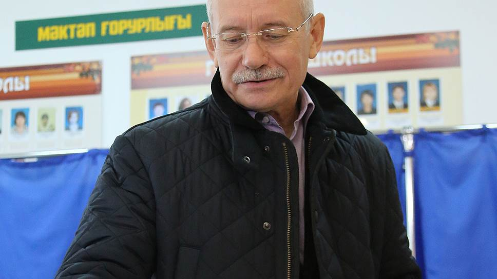 Добавить в избранные / Рустэм Хамитов сменил статус, оставшись  главой Башкирии