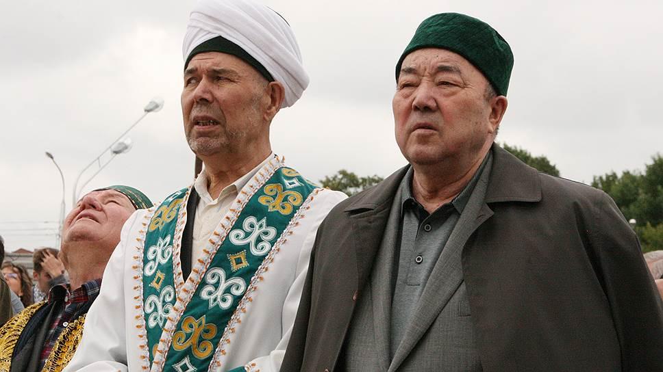 Договариваться вне суда фонд Муртазы Рахимова  (справа) с руководством ДУМ (слева глава управления Нурмухамет Нигматуллин) пока отказывается