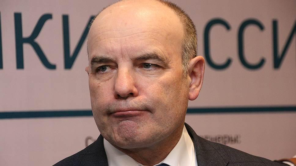 Рустэм Хамитов провел селекцию / Он сменил главу администрации и повысил двух министров