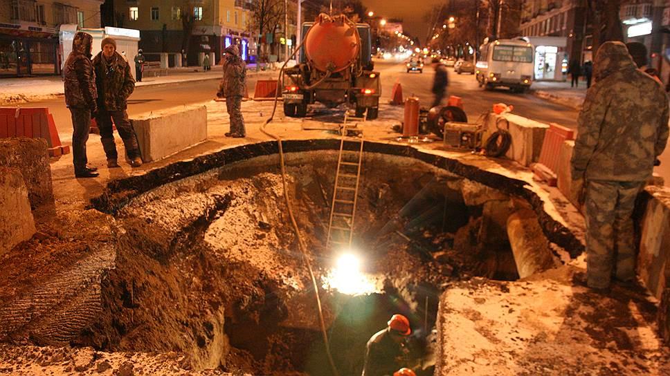 Уфа проваливается / Вину за обвал грунта на улице Первомайской могут возложить на подрядную организацию