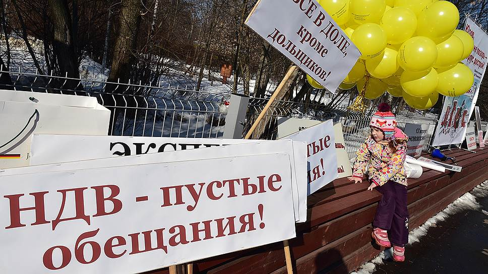За «кидалово» не ответил / Суд отказался признать порочащим плакат на балконе дома-долгостроя