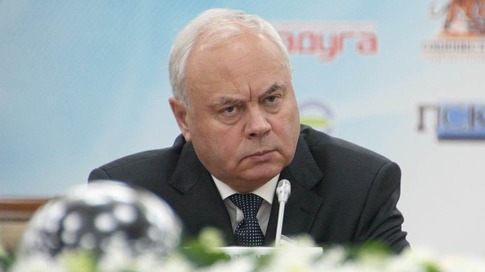 Избирательный подход к собеседникам / Спикер Курултая немного поговорил с представителями политических партий
