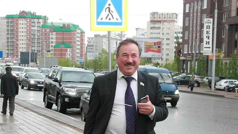 Следствие доверию не помеха / Конференция Адвокатской палаты поддержала Булата Юмадилова