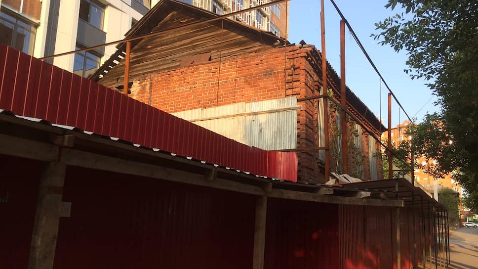 Дом Тихониных за время судебных тяжб практически разрушился
