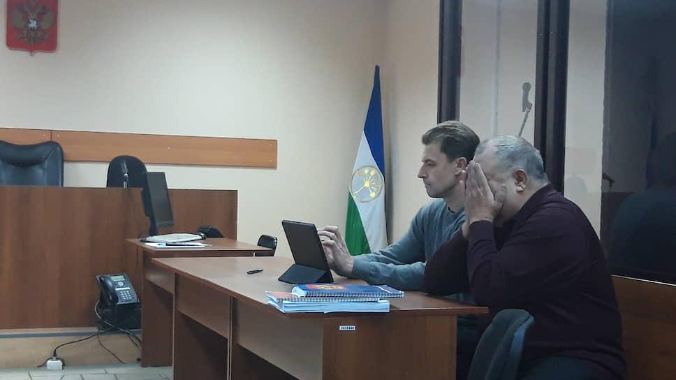 Адвокат Алексей Зеликман (справа) не видит доказательств вины Александра Филиппова (слева) в материалах уголовного дела